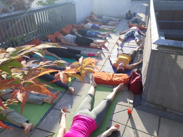 ONLINE – ZOOM LIVE VIDEO EINHEIT – Hatha Yoga nach dem ganzheitlichen Ansatz